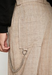 The Ragged Priest - TROUSERS IN BIRGHT  - Pantalon classique - brown - 4