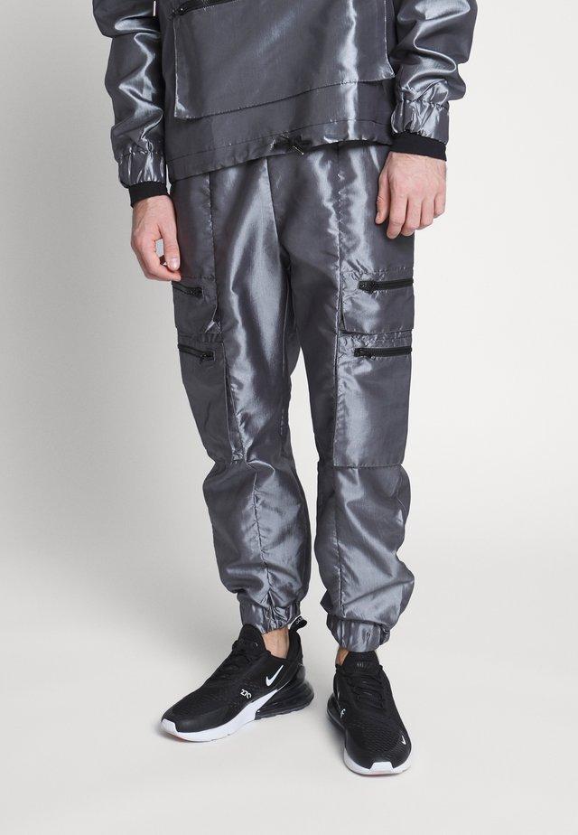 TRACK PANT - Pantaloni cargo - silver