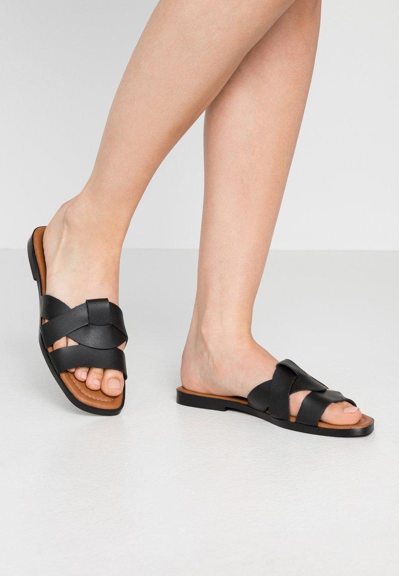 Trendyol - Pantofle - black
