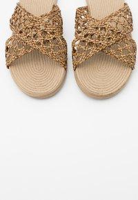 Trendyol - Pantofle - brown - 5