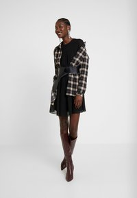 Trendyol - SIYAH - Denní šaty - black - 2