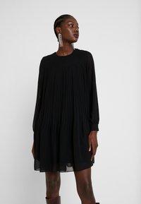 Trendyol - SIYAH - Denní šaty - black - 0