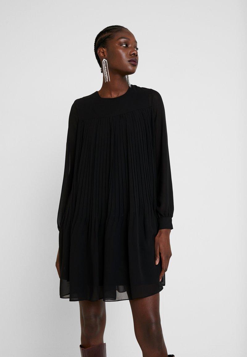 Trendyol - SIYAH - Denní šaty - black