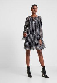 Trendyol - SIYAH - Korte jurk - black - 2