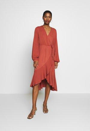 KIREMIT - Denní šaty - brick
