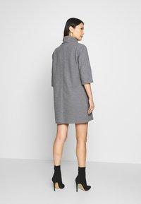 Trendyol - SIYAH - Gebreide jurk - gray - 2