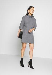 Trendyol - SIYAH - Gebreide jurk - gray - 1
