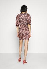 Trendyol - RENKLI - Pouzdrové šaty - multi color - 3
