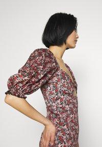 Trendyol - RENKLI - Pouzdrové šaty - multi color - 4