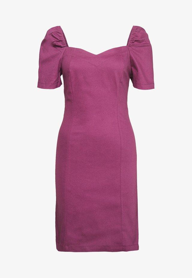 Sukienka etui - plum