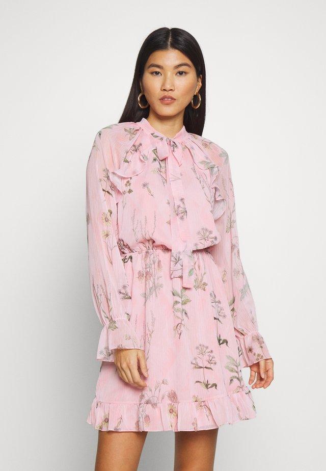 PEMBE - Vapaa-ajan mekko - pink