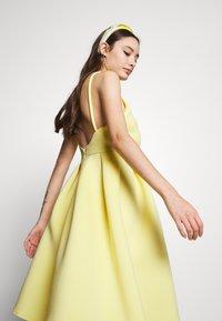 True Violet Petite - GATHERED WAIST SKATER MIDI DRESS - Cocktail dress / Party dress - lemon yellow - 3