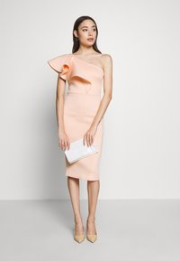 True Violet Petite - ONE SHOULDER FRILL PENCIL MIDI DRESS - Cocktailkjole - peach - 1