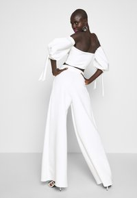 True Violet Tall - HIGH WAIST WIDE LEG TROUSERS - Trousers - white - 2