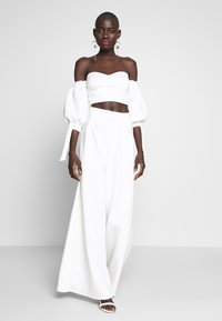 True Violet Tall - HIGH WAIST WIDE LEG TROUSERS - Trousers - white - 1