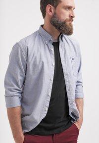 Teddy Smith - Jednoduché triko - noir/gris - 3