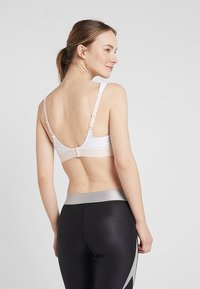 triaction by Triumph - EXTREME LITE - Sport BH - white - 2