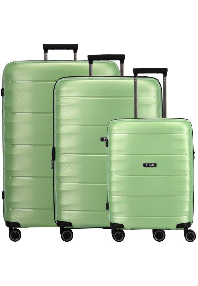 3 PACK - Kofferset - green metallic