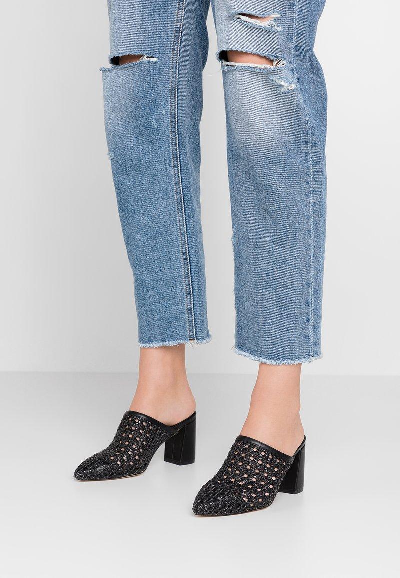 Tata Italia - Pantolette hoch - black