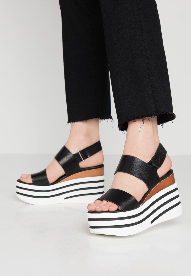 Tata Italia - Korolliset sandaalit - black