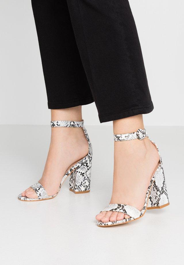 Sandály na vysokém podpatku - black/white