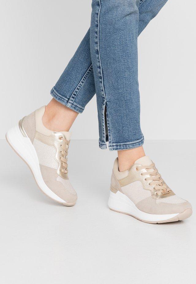 Sneakersy niskie - beige/gold