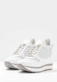 Tata Italia - Joggesko - white - 4
