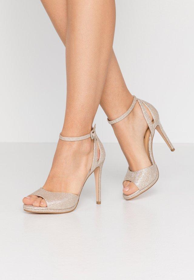 Sandaler med høye hæler - light gold