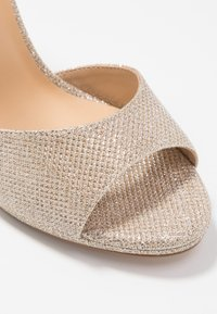Tata Italia - Korolliset sandaalit - light gold - 2