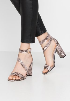 Sandaler med høye hæler - pink