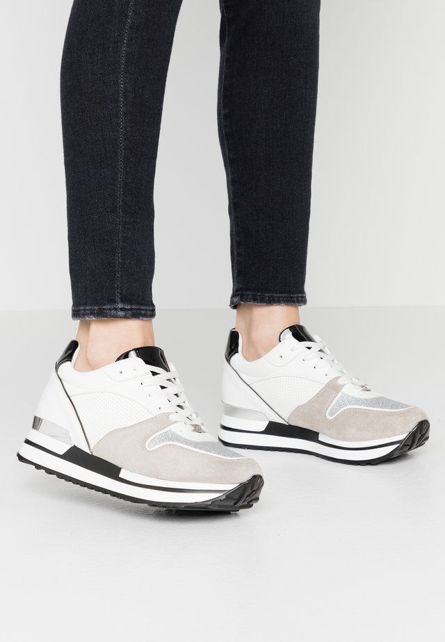 Sneakers - silver