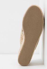 Tata Italia - Pantofle na podpatku - beige - 6