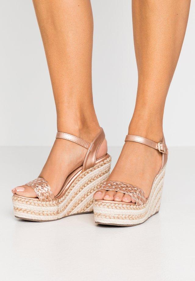 Sandaler med høye hæler - rosegold