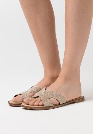 Pantofle - glitter platino
