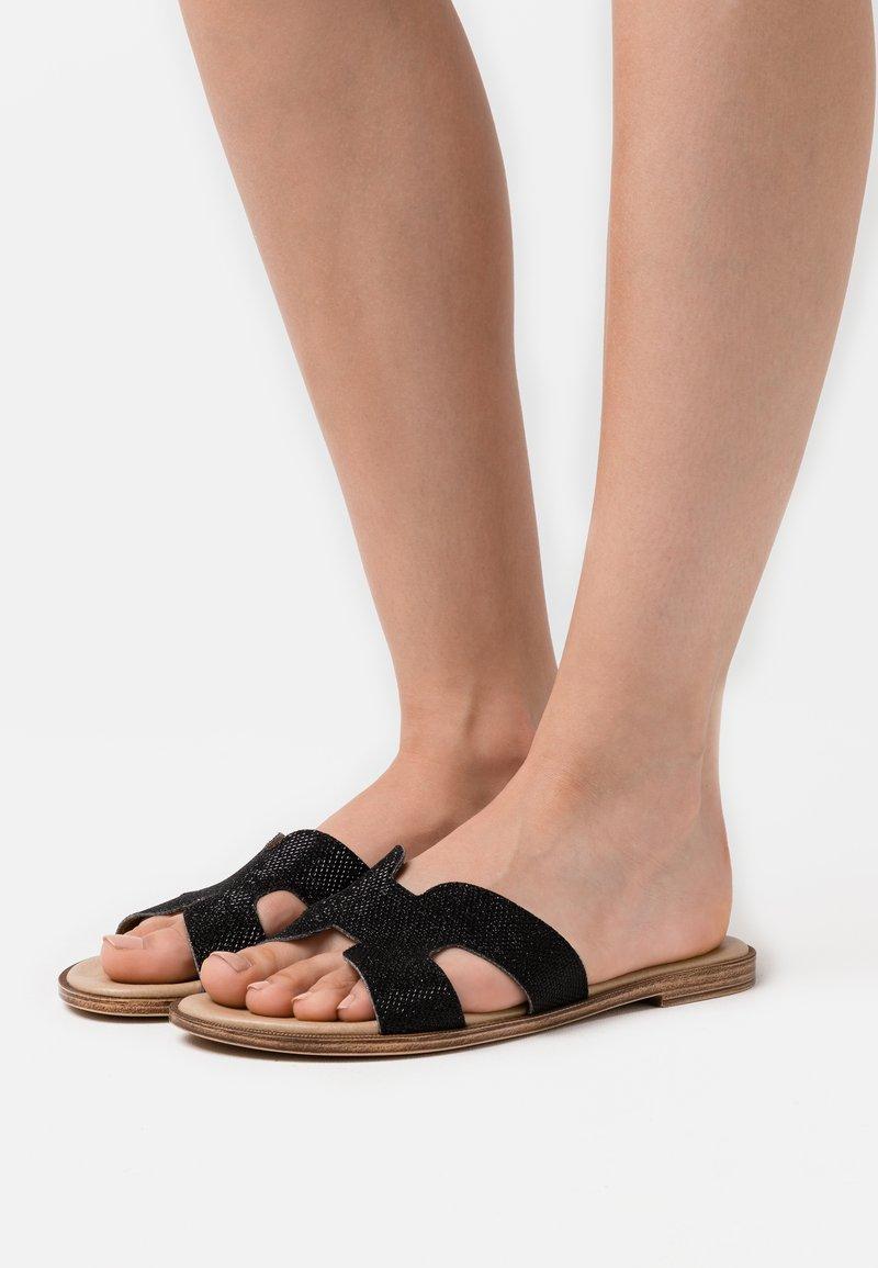 Tata Italia - Pantofle - black
