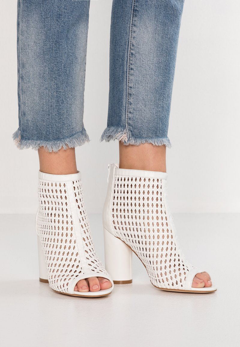 Tata Italia - Kotníková obuv na vysokém podpatku - white