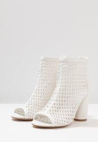 Tata Italia - Kotníková obuv na vysokém podpatku - white - 4