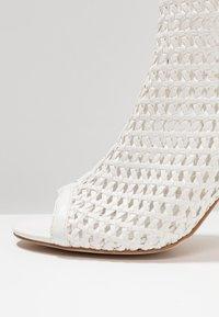 Tata Italia - Kotníková obuv na vysokém podpatku - white - 2