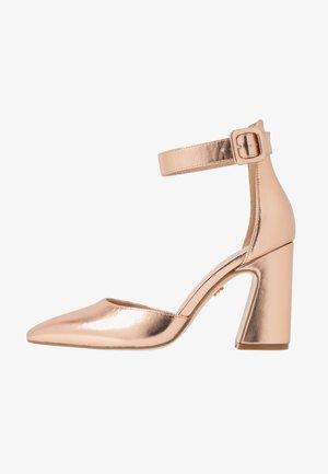 Zapatos altos - champagne