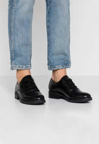 Tata Italia - Derbies - black - 0
