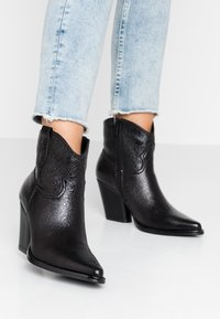 Tata Italia - Kotníková obuv - black - 0