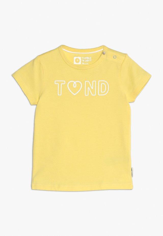 ELLORES - T-shirt print - yellow corn
