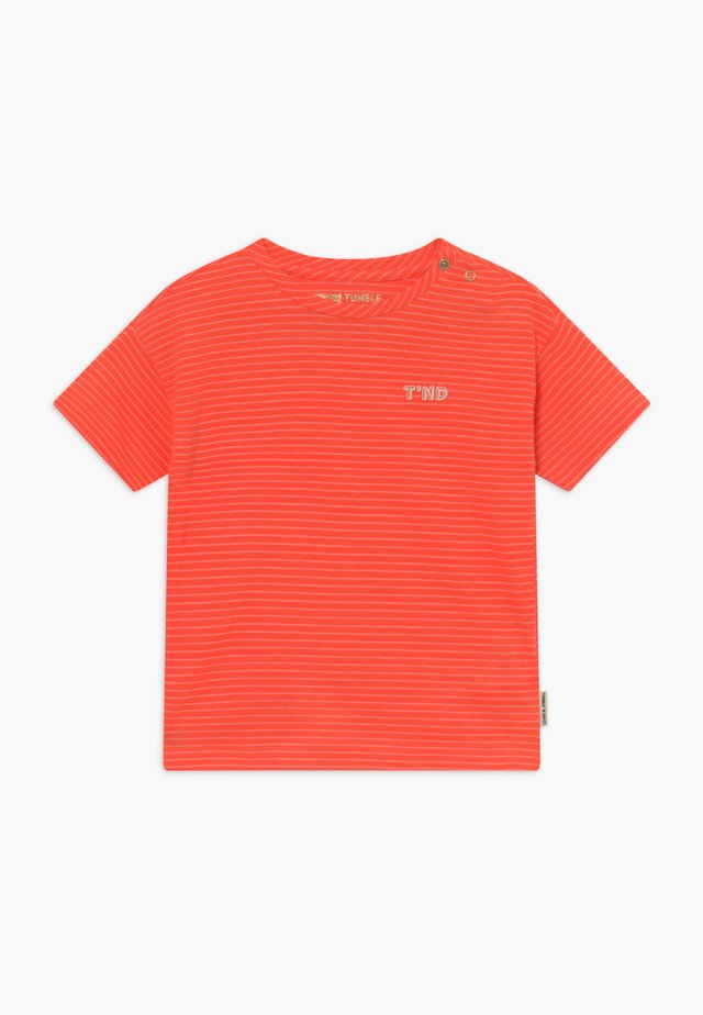 MONA - T-shirt med print - fiery coral