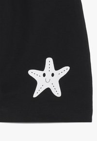 Turtledove - STARFISH KNEE HAREM - Pantalones deportivos - black - 3