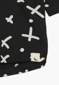 Turtledove - THE SPOT DROP SHOULDER BABY - T-shirt con stampa - black - 3