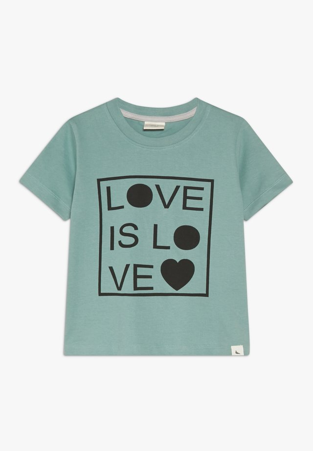 LOVE IS LOVE - Camiseta estampada - green