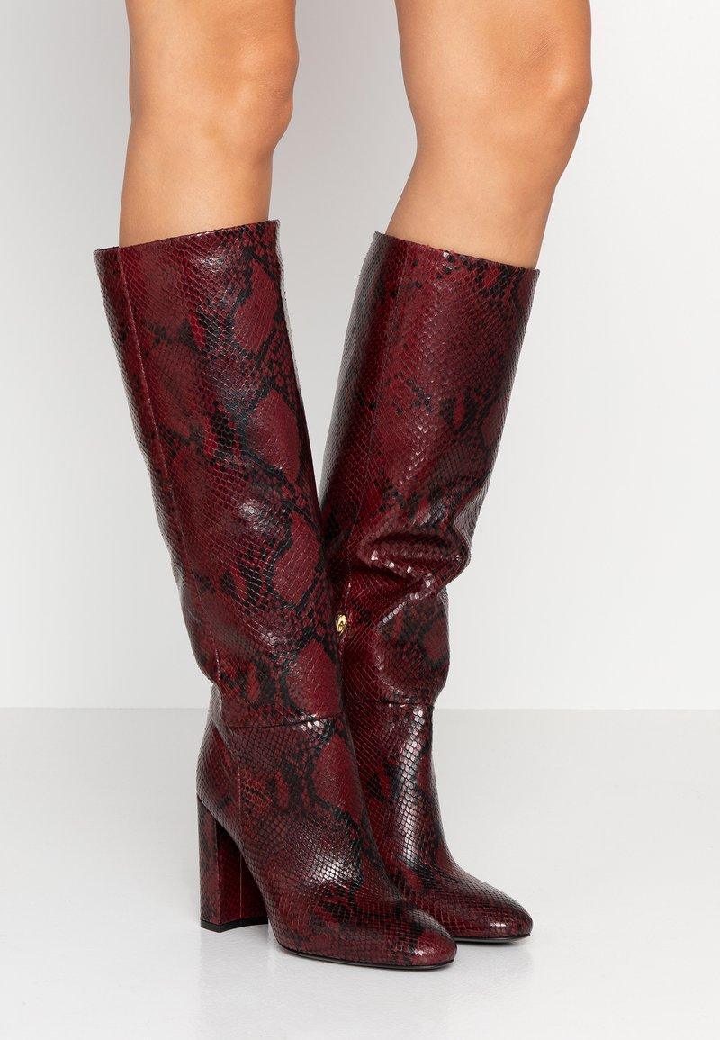 TWINSET - Boots med høye hæler - beet red