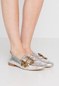 TWINSET - Scarpe senza lacci - titanio - 0