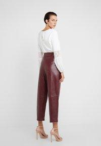 TWINSET - PANTALONE - Trousers - red - 2