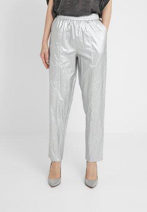 PANTALONE IN TESSUTO LAMINATO - Trousers - silver